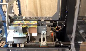 Cỗ máy tự động gói 70 hộp quà trong một phút