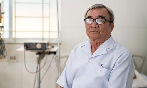 Bác sĩ Hoang Cat, cựu binh chiến tranh biên giới Tây Nam, hiện sống ở Campuchia. Ảnh: Southeast Asia Globe.