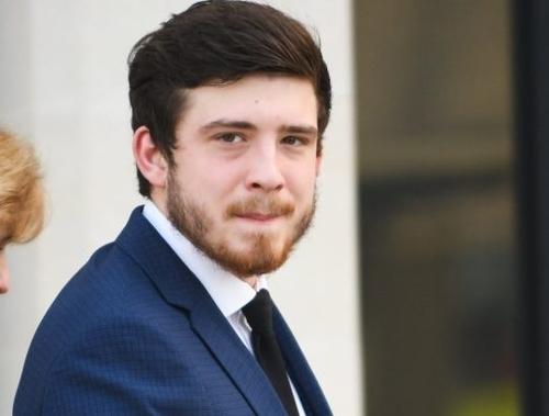 Điện thoại Brandon Kerrison chứa nhiều tin nhắn giao dịch cần sa. Ảnh: Wales News Service.