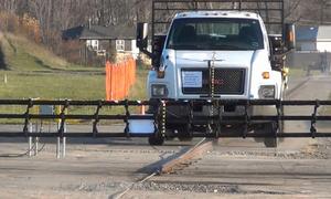 Rào chắn chặn đứng xe tải 7 tấn chạy 80 km/h