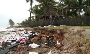 Nhiều bãi tắm Đà Nẵng, Quảng Nam tan hoang vì sạt lở
