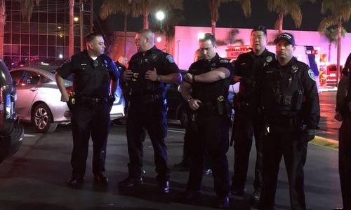 Lực lượng cảnh sát tại hiện trường vụ nổ súng. Ảnh: Twitter.