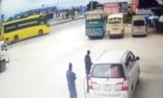 Tránh xe tải sang ÄÆ°á»ng, ôtô khách lao vào quán cÆ¡m