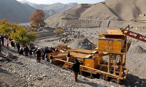 Hoạt động tại một mỏ vàng ở tỉnh Takhar, Afghanistan. Ảnh: Reuters.