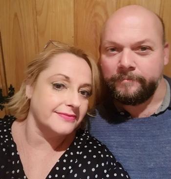 Sharon và chồng. Ảnh: Mirror.
