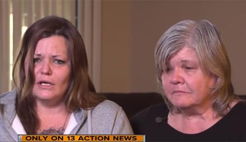 Mẹ (trái) và bà của nghi phạm Krystal Whipple. Ảnh: ABC News