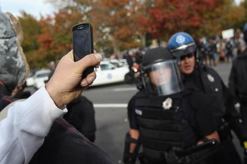 Người dân Mỹ được quyền ghi hình cảnh sát đang làm nhiệm vụ ở nơi công cộng.