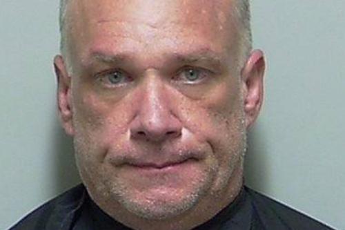 Douglas Kelly lập tức bị bắt giữ sau khi trình diện số thuốc để xét nghiệm.