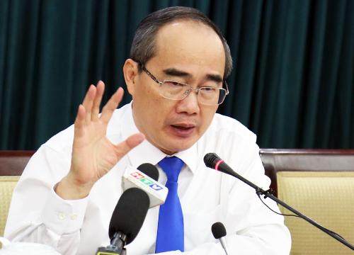 Bí thư Thành ủy TP HCM Nguyễn Thiện Nhân trả lời các câu hỏi của báo chí chiều nay. Ảnh: Hữu Công
