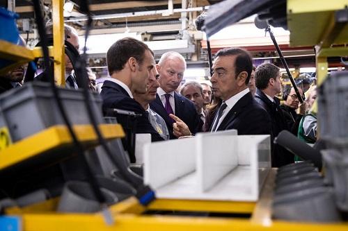 Tổng thống Pháp Emmanuel Macron thăm nhà máy Renault cùng Carlos Ghosn hồi tháng 11/2018. Ảnh: Etienne Laurent.