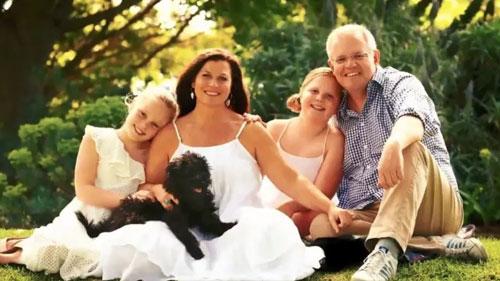 Ảnh chụp gia đình Thủ tướng Australia năm 2018 chưa qua chỉnh sửa. Ảnh: Twitter.