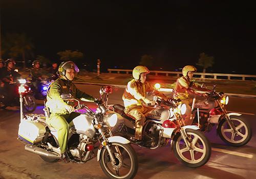 Lực lượng 911 Đà Nẵng tuần tra trên đường. Ảnh: Nguyễn Đông.