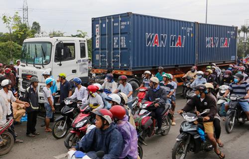 Xe container gây tai nạn ở Long An. Ảnh: Gia Chính