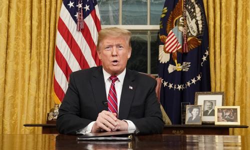Trump phát biểu trước toàn thể người dân Mỹ từ phòng Bầu dục. Ảnh: AFP.