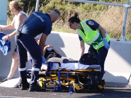 Nữ tài xế của chiếc Santa Fe bị thương nhưng may mắn không nguy hiểm đến tính mạng. Ảnh: Matrix.
