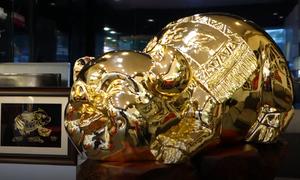 Lợn mạ vàng 'khổng lồ' hơn 100 triệu đồng ở Hà Nội