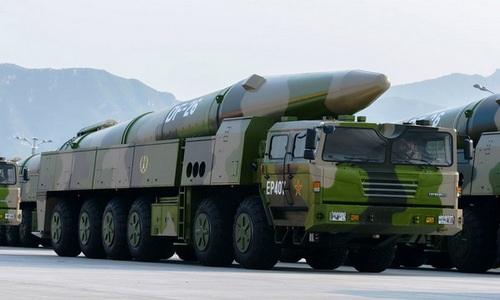 Tên lửa đạn đạo DF-26 trong cuộc duyệt binh năm 2017. Ảnh: Military Today.