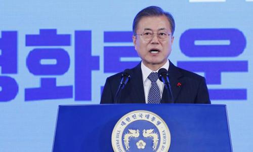 Tổng thống Hàn Quốc Moon Jae-in phát biểu trước phóng viên hôm nay. Ảnh: AP.