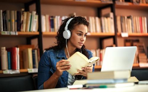 Theo thống kê của Class Central, đến cuối năm 2018, có 11.400 khóa học trực tuyến đã ra mắt, đến từ hơn 900 trường đại học trên toàn thế giới.