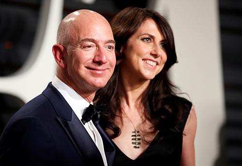 Tỷ phú Jeff Bezos và vợ cũMacKenzie Bezos. Ảnh: Reuters