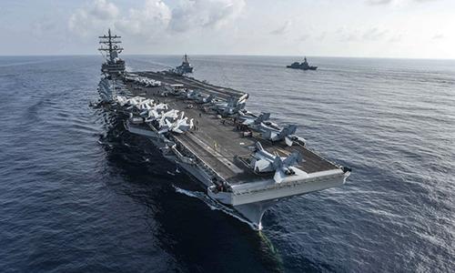 Tàu sân bay USS Ronald Reagan và khu trục hạm USS Milius tập trận cùng Lực lượng Phòng vệ Trên biển Nhật Bản, tháng 8/2018. Ảnh: US Navy.