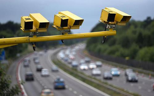 Camera đo tốc độ trung bình chống kiểu lái xe đối phó khi gặp chốt bắn tốc độ.