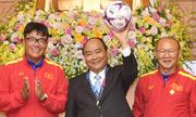 Đấu giá quả bóng đội tuyển tặng Thủ tướng để ủng hộ người nghèo