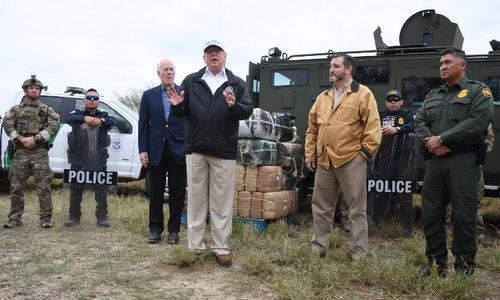 Tổng thống Trump phát biểu tại biên giới Mỹ - Mexico hôm 10/1. Ảnh: AFP.