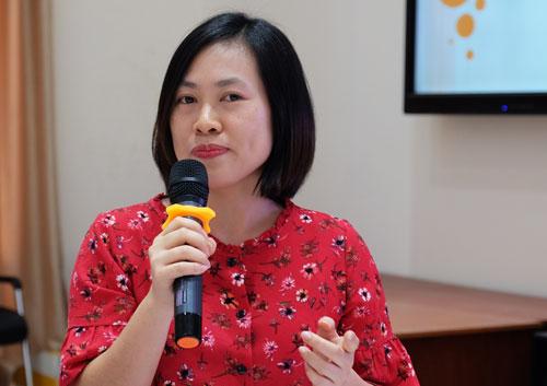 Thạc sĩ Đinh Việt Hà nói về thực tế hâm mộ thần tượng của giới trẻ. Ảnh: Mạnh Tùng.