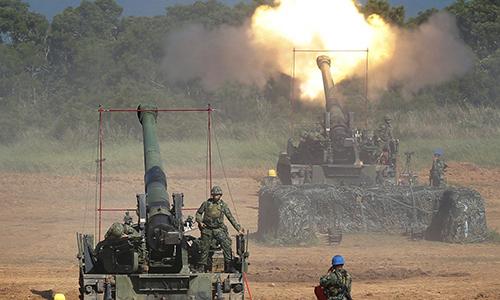Pháo binh Đài Loan luyện tập bắn đạn thật. Ảnh: SCMP.
