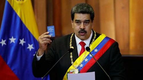 Tổng thống Venezuela Nicolás Maduro tại lễ tuyên thệ nhậm chức hôm 10/1. Ảnh: AP.