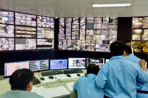 Trung tâm điều khiển giao thông đặt tại trụ sở quản lý đường hầm sông Sài Gòn (quận 2). Ảnh: Hữu Nguyên
