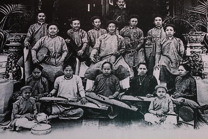 Triển lãm tôn vinh nghệ thuật cải lương trên phố Nguyễn Huệ