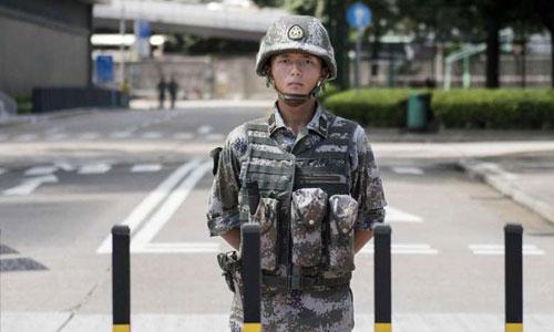 Một binh sĩ Trung Quốc đồn trú tại Hong Kong. Ảnh: SCMP.