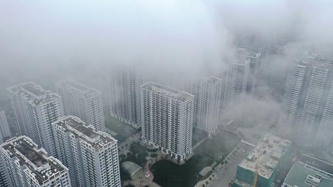 Hà Nội chìm trong sương mù buổi sớm
