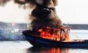 Hai tàu cá cháy lan sang 3 nhà dân ở Kiên Giang