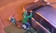 Tên trộm dùng vai bẻ gương ôtô ở Sài Gòn