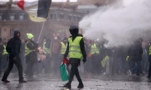 Người biểu tình Áo vàng ở Pháp tiếp tục tăng mạnh