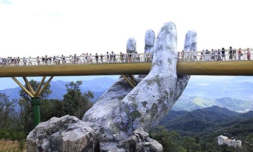 Cầu Vàng ở Đà Nẵng, một trong 100 điểm đến hấp dẫn nhất thế giới năm 2018 theo bảng xếp hạng của tạp chí Time. Ảnh: Nguyễn Đông.