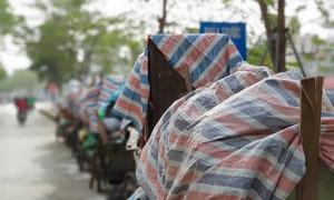 Rác thải chất đống trên phố Hà Nội