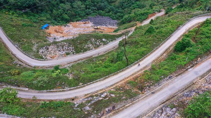 Đường đèo 14 khúc cua hiểm trở ở Cao Bằng