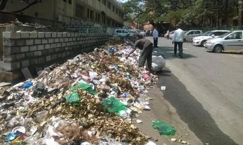 Rác trên đường phố Bengaluru tháng 8/2017. Ảnh: citizenmatters.