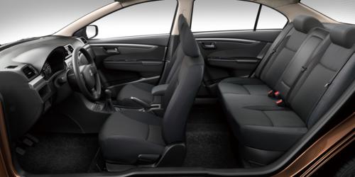 Không gian nội thất Suzuki Ciaz được thiết kế rộng rãi, tạo sự thoải mái cho người lái lẫn hành khách.