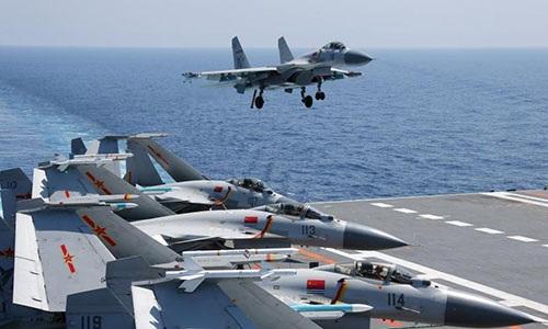 Tiêm kích hạm J-15 họa đồng trên tàu sân bay Trung Quốc. Ảnh: Global Times.
