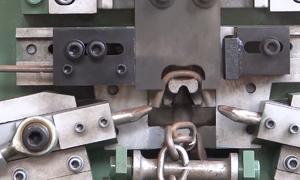 Cỗ máy sản xuất móc xích tự động
