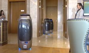 Khách sạn dùng robot và AI thay nhân viên