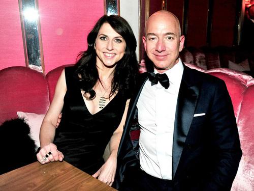 MacKenzie Bezos và Jeff Bezos. Ảnh: Wired.