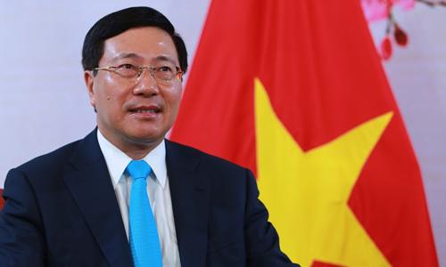 Phó thủ tướng Phạm Bình Minh trong cuộc gặp gỡ báo chí hôm nay. Ảnh: Hà Trung.
