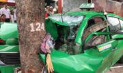Taxi ở Sài Gòn biến dạng sau tai nạn liên hoàn, hai người bị thương