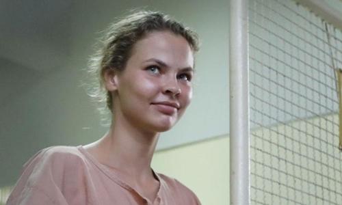 Nữ người mẫu Belarus trong phiên tòa hồi tháng 4/2018. Ảnh: AFP.